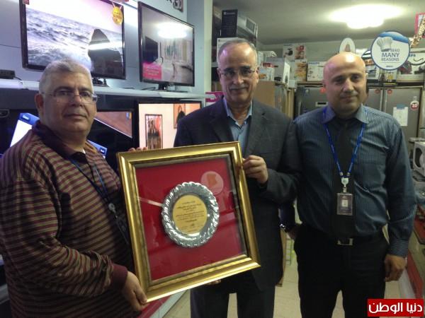 من اليمين عمر مشعل، علي أبوصلاح و بيتر غنايم